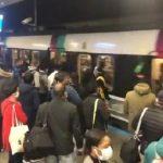 Covid-19: Forte affluence dans le RERB à Gare du Nord en direction du sud. Quais et rames bondés de voyageurs. Distanciation impossible !