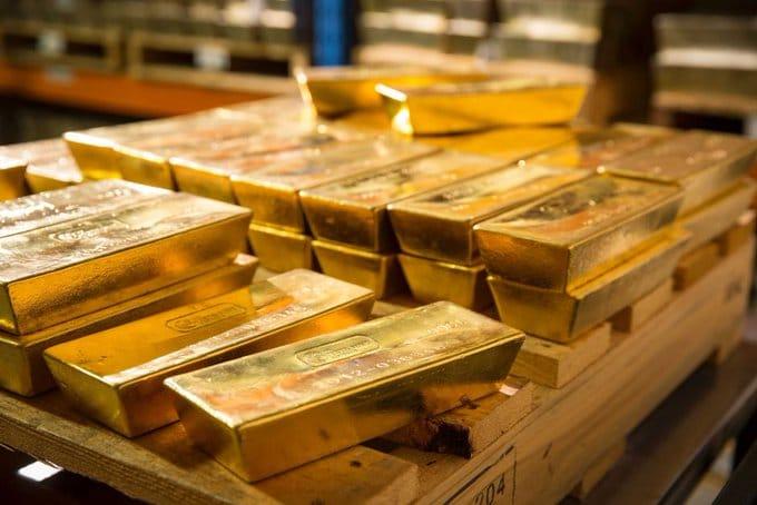 Or: Les banques centrales freinent leur demande d'or mais elle n'est pas inexistante.