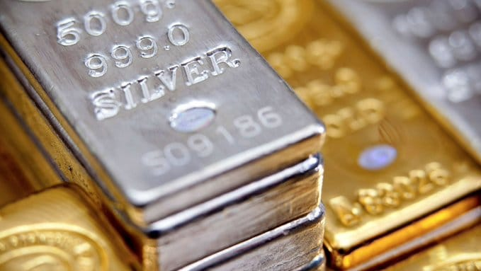 Les injections massives de liquidités et les taux négatifs sont un catalyseur de hausse de l'or. Dans son sillage, le métal jaune pourrait emmener l'argent.