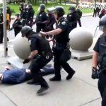 USA: Un homme de 75 ans violemment poussé à terre par la police et laissé inconscient… Les tensions s'exacerbent !!