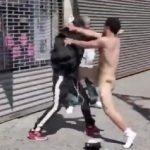 L'Amérique est-elle au bord de la décadence ?… Un homme nu se bat en pleine rue à New York !