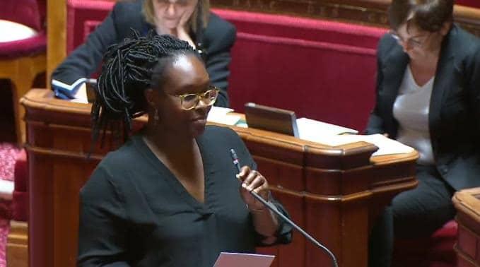 Sibeth Ndiaye prend la parole, les sénateurs républicains quittent la salle, outrés...