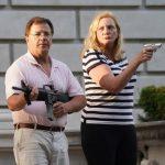 Vidéo CHOC ! Un couple d'avocats de St-Louis armés d'un AR-15 (fusil automatique) et d'un pistolet, défendent leur propriété face aux manifestants BLM