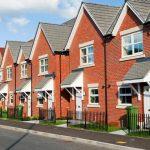 Les prix des maisons au Royaume-Uni n'ont jamais chuté à tel rythme en 10 ans