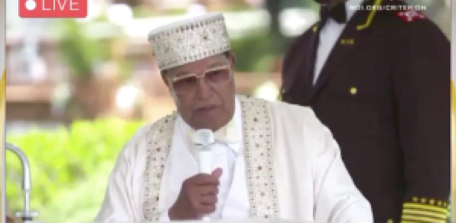 """""""Ne les laissez pas vous vacciner !"""": Farrakhan avertit les Africains que le Dr Fauci essaie de les tuer !!"""