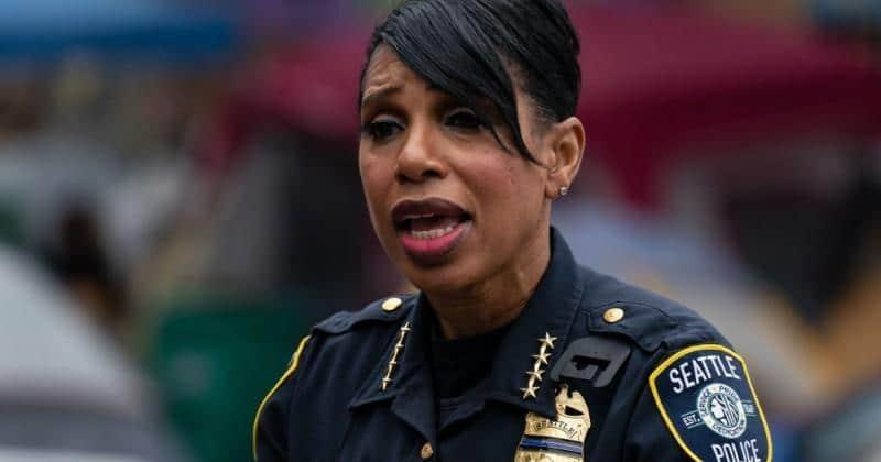 La cheffe de la police de Seattle demande pourquoi les noirs continuent de mourir dans la zone CHAZ devenue CHOP