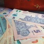 La pénurie de dollars au Nigeria s'aggrave, ce qui affaiblit le naira et restreint l'utilisation des cartes adossées à cette monnaie monnaie