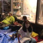 Inégalités: Des dizaines de personnes précaires ont dormis devant les appartements de Jeff Bezos à New York