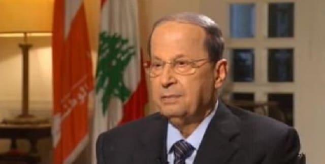 """Explosions à Beyrouth: le président libanais évoque un possible """"missile"""" et rejette une enquête internationale"""