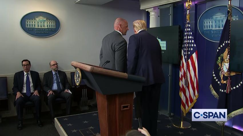USA: Donald Trump évacué en pleine conférence de presse après des tirs devant la Maison Blanche...