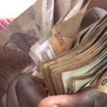 2000 francs congolais pour un dollar, la population subit de plein fouet la crise financière en RDC