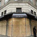 New York: Une ville fantôme ! Vidéo apocalyptique de la 5ème avenue littéralement abandonnée et dont les vitrines des magasins ont été barricadées