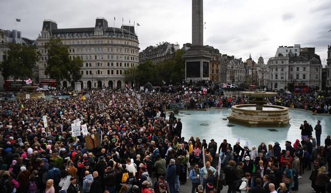 """""""Les anglais en ont ras le bol !"""" Rassemblement de milliers de personnes à Londres contre le confinement à cause du Covid-19..."""