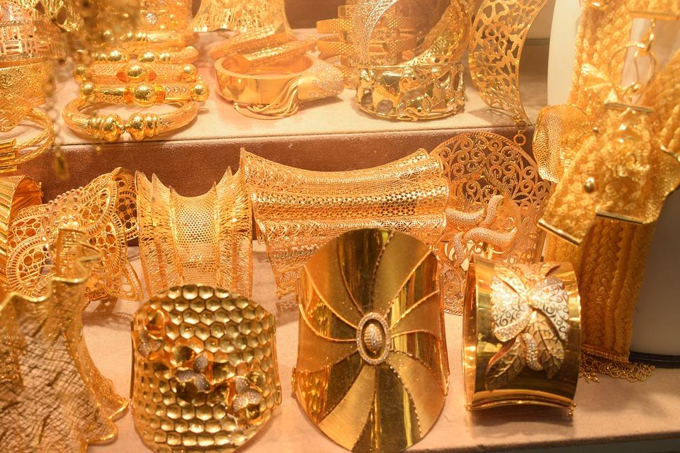 Le prix de l'or a baissé ? Les Indiens en profitent...