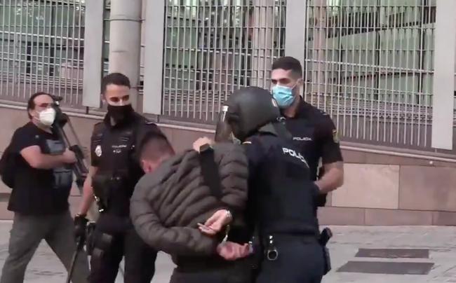 Madrid: Violentes émeutes entre la police et des manifestants anti-confinement !