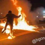 USA: Un homme en flamme à cause d'un jet de cocktail Molotov à Portland – Violentes émeutes avec gaz lacrymogène et feux d'artifices