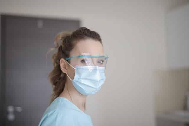 Scandale dans les hôpitaux: Des soignants testés positifs obligés de travailler !