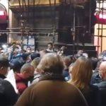 Des manifestations éclatent dans de nombreuses villes européennes suite aux restrictions imposées par les différents gouvernements