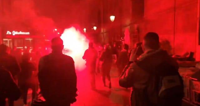 Paris: plusieurs centaines de personnes défilent contre le Couvre-Feu