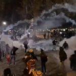La police utilise du gaz lacrymogènes à Lyon où plusieurs milliers de personnes sont réunies contre la Loi Sécurité Globale