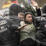 Allemagne: « Nous sommes le peuple ! »  Manifestations et colères virulentes contre les nouvelles restrictions relatives au Covid !