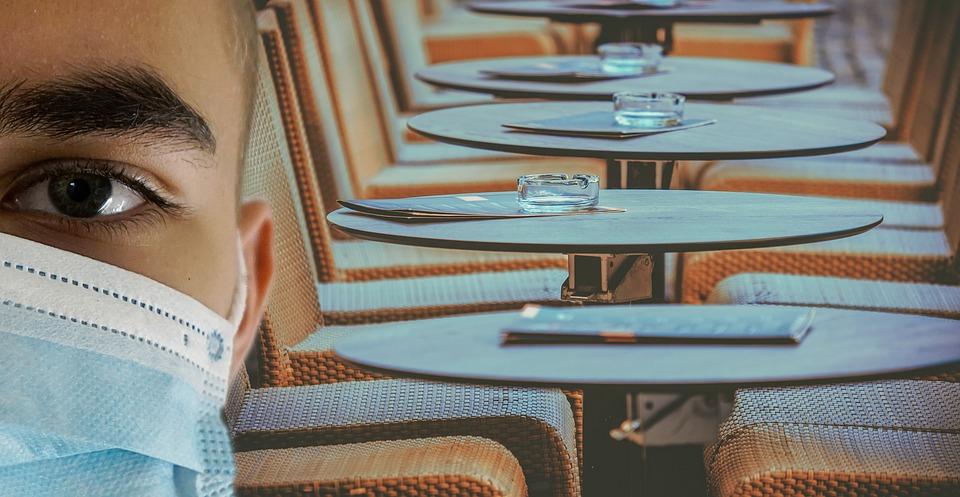 restaurant-table-chaise-vide